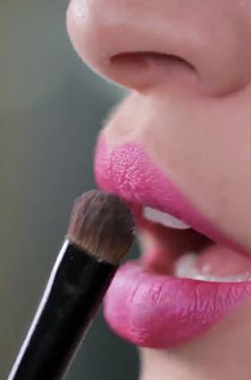 ¿Cómo lograr un efecto luminoso en los labios?