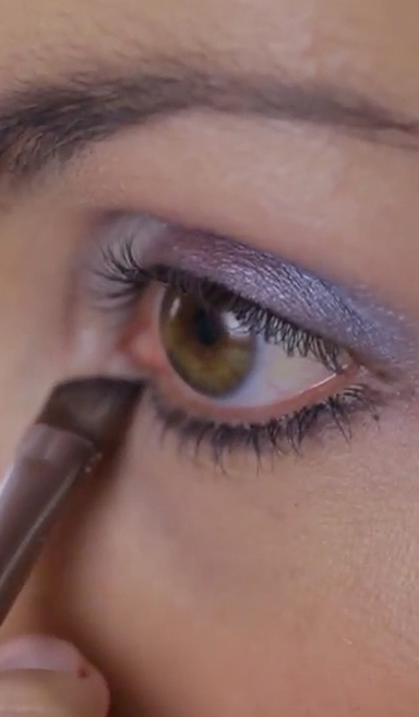 Maquillaje ojos en azul con efecto degradado