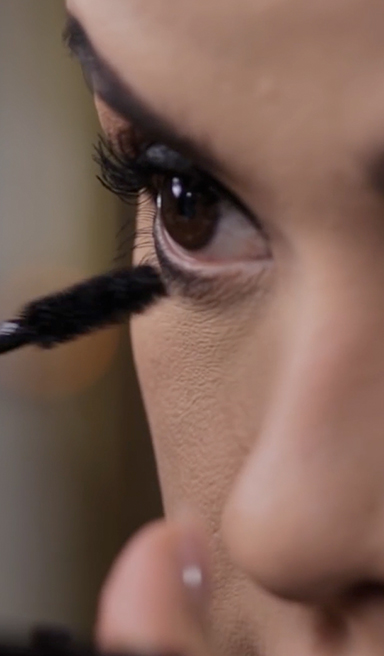 Ojos naturales con delineado cat eye perfecto