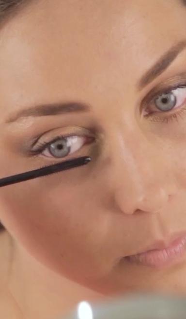 Maquillaje de ojos en tonos dorados
