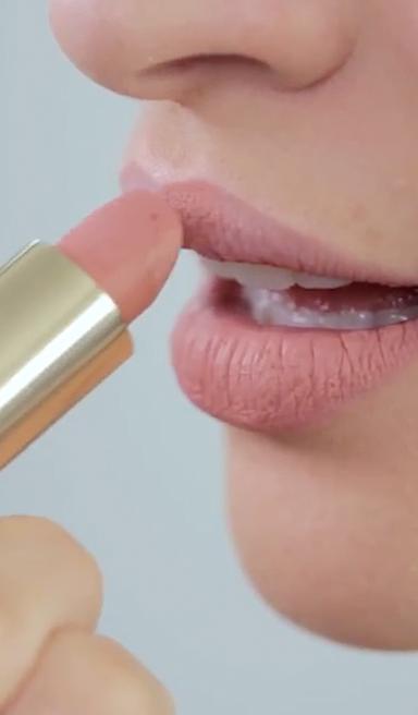 Tips para darle profundidad a unos labios nude