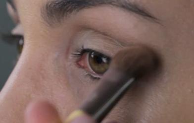 Maquillaje de ojos en tonos cobre y café