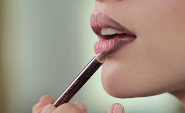 Tip para delinear tus labios con lápiz de ojos