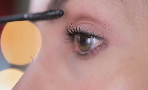Ojos naturales y claros para el día