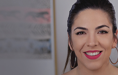 Maquillaje de día: labios mate fucsia intenso