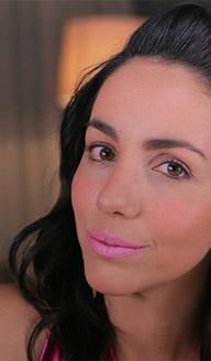 Maquillaje para Año Nuevo: labios rosa intenso