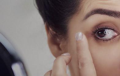¿Cómo disimular las ojeras oscuras con el maquillaje?