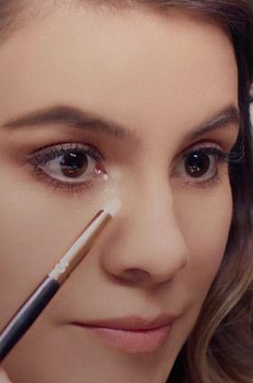 ¿Cómo maquillar las pestañas inferiores para resaltar la mirada?