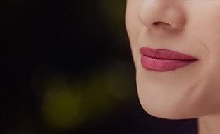 ¿Cómo lograr un efecto de labios más gruesos?