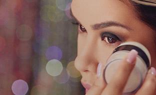 Tips de maquillaje para disimular las arrugas debajo de los ojos