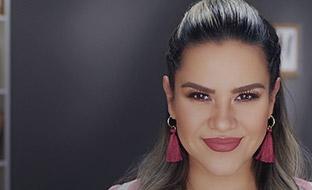 Maquillaje para cita romántica: labios voluminosos