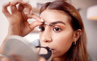 ¿Cómo tener cejas perfectas usando solo 1 producto?